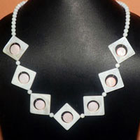 Pearl and Shell Necklace at discounted rate